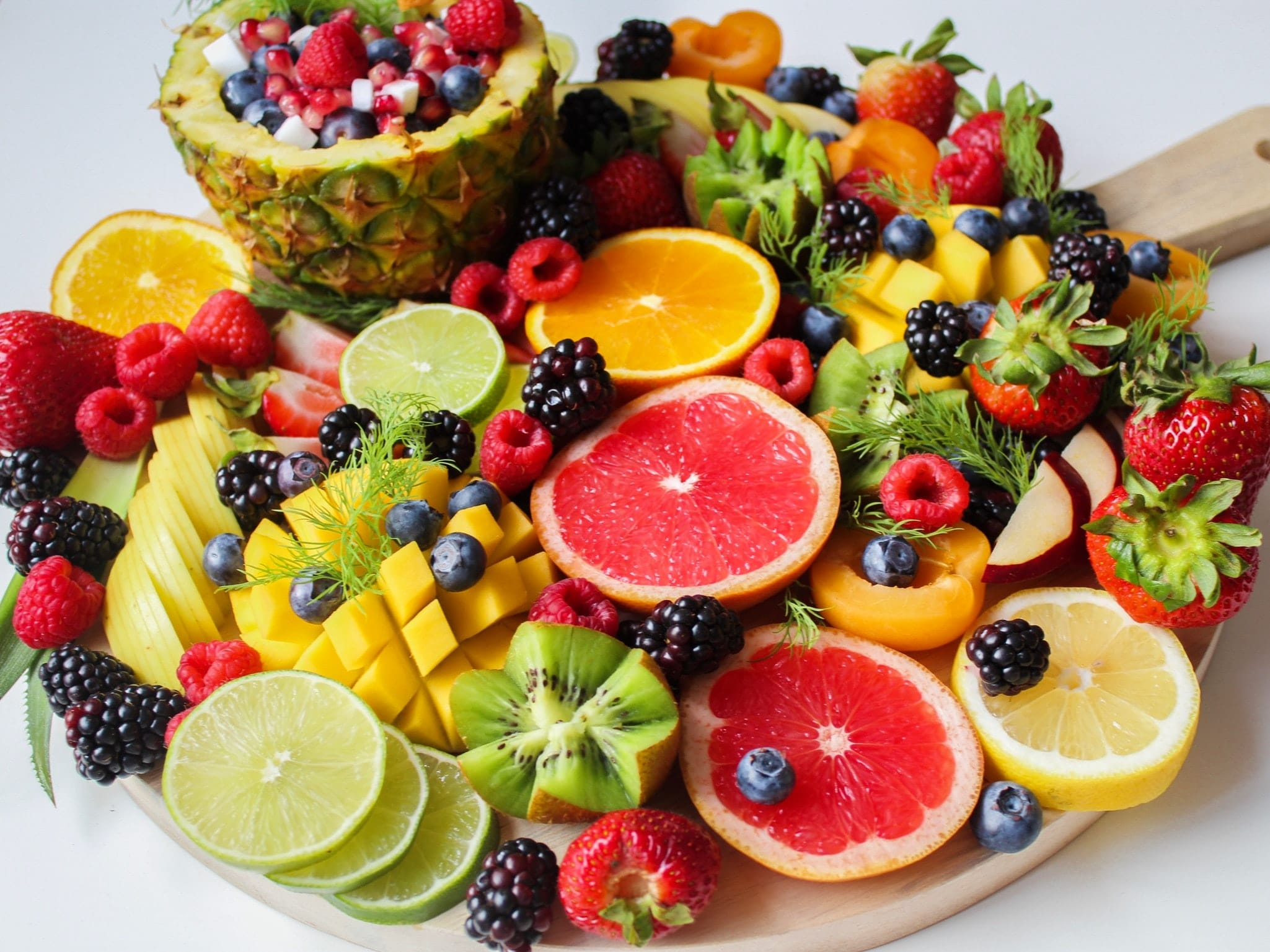 sliced-fruits-on-tray-1132047